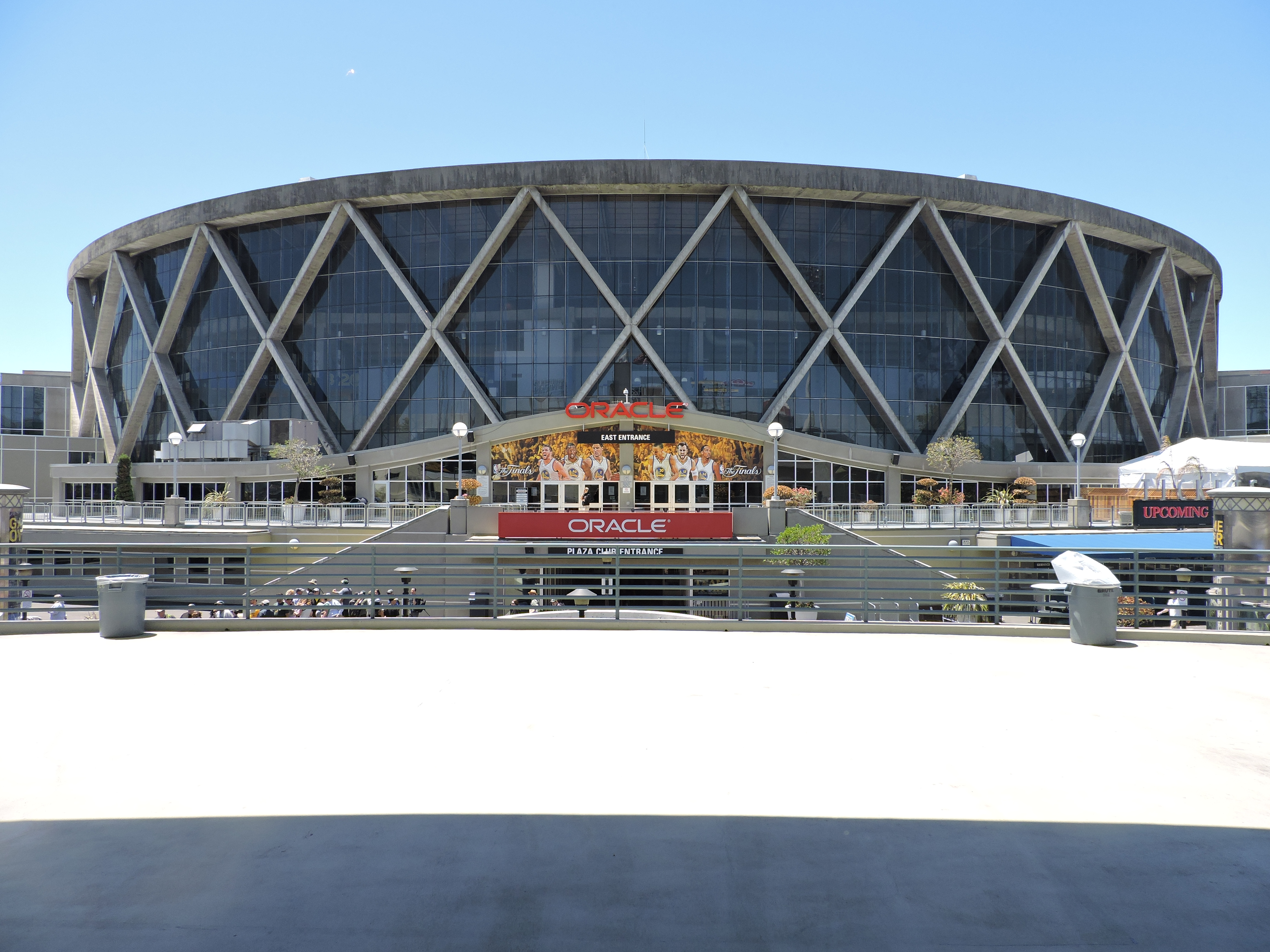 State warriors oracle arena and oakland alameda county coliseum - Here Are A Couple Of Views Of Oracle Arena Where The Golden State Warriors Play Game 7 Would Have Been Here On Friday Night Had The Warriors Not Defeated
